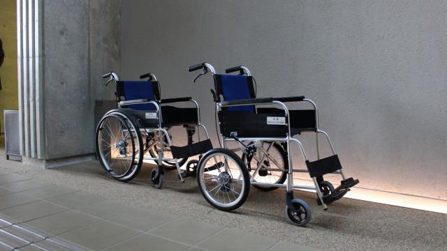 車いすを寄贈させていただきました。