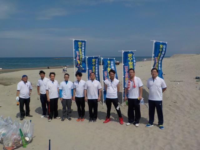 海岸清掃活動を実施しました。
